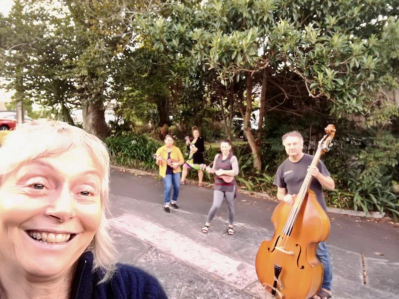 ukulele group distancing